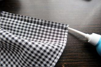 8:切った方の後ろ端を折って貼る