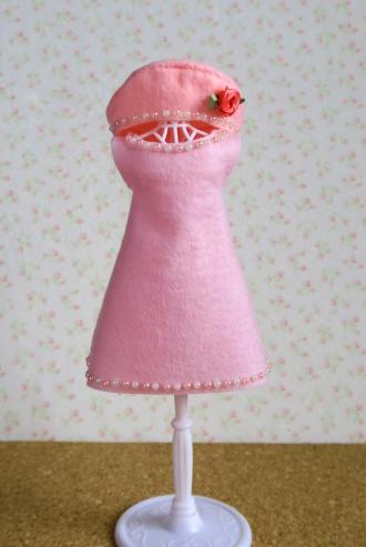 フェルトのワンピースとベレー帽(桜色)