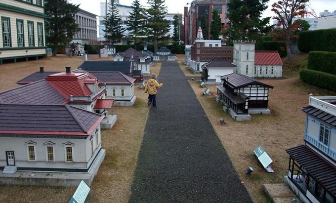 弘前旧図書館横のミニチュア建造物群
