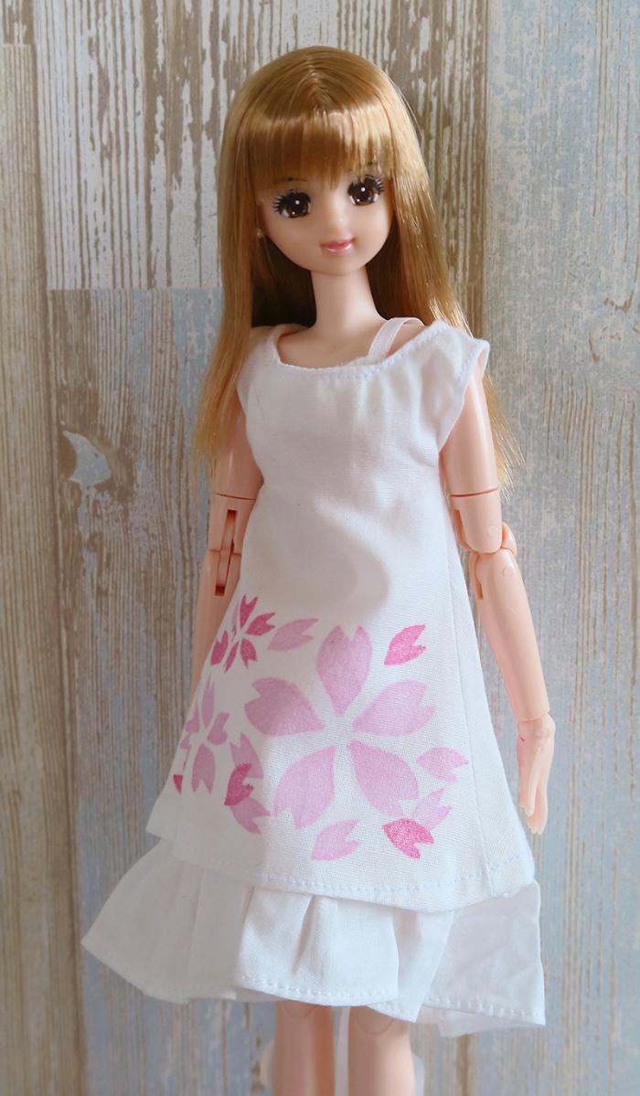 桜のワンピースを着る20thキャンペーンジェニー