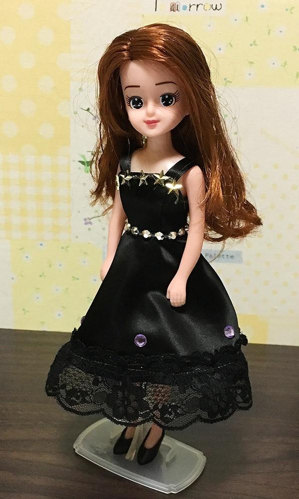 キセカエヤのデコドレスを着るエリーちゃん