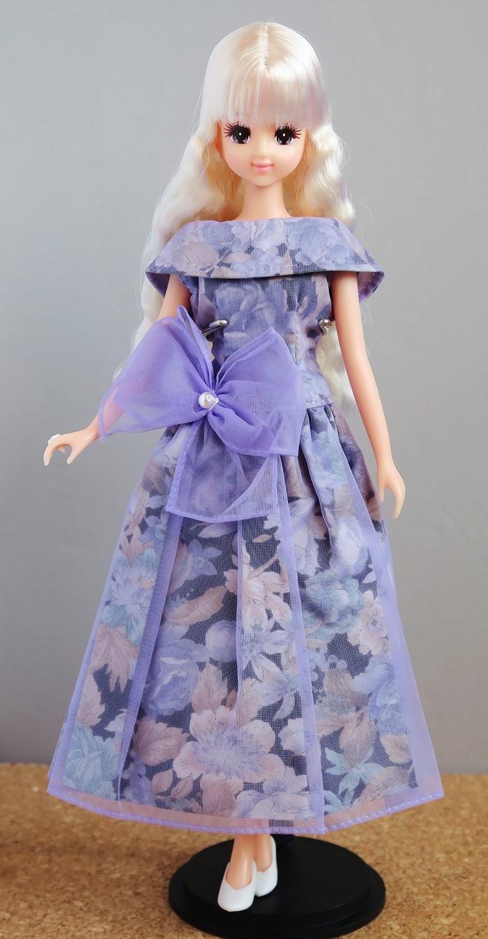 紫のドレスに着替えたマリーン