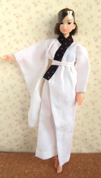 襦袢を着るmomoko