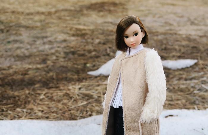 残雪を背景に(momokoドール・冬のなごり)
