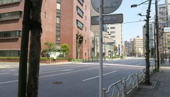 日曜の東京は車が少ない