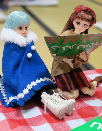 ノイを楽しむ平カワ子さんとリカちゃん