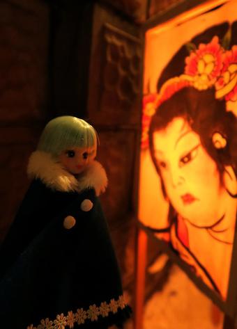 美人画の燈籠とリカちゃん