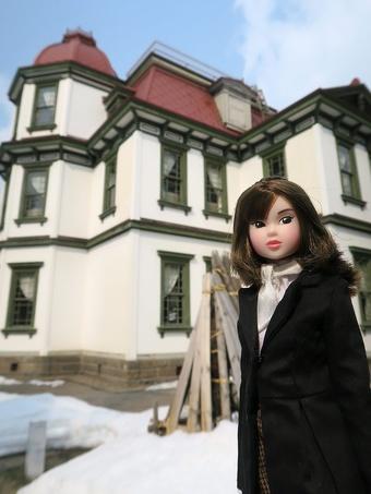 旧市立図書館に向かうmomoko