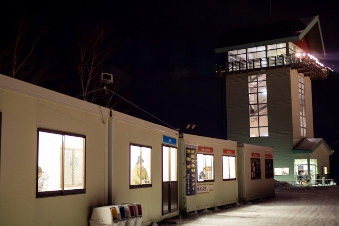 展望台と屋台のプレハブ