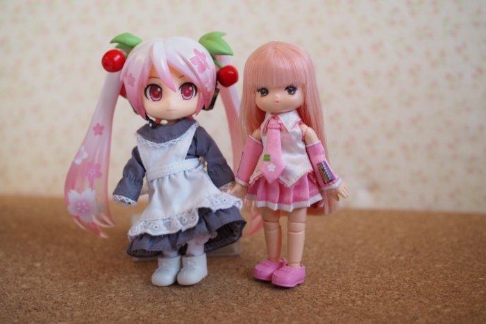 桜ミク衣装をオビツ11のミキちゃんに